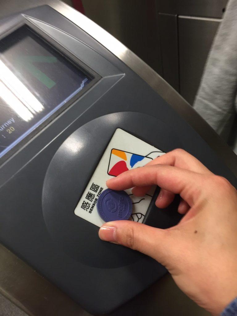 MRTの改札口
