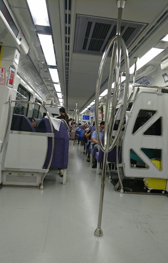 台湾 MRT空港線の直達車の車内