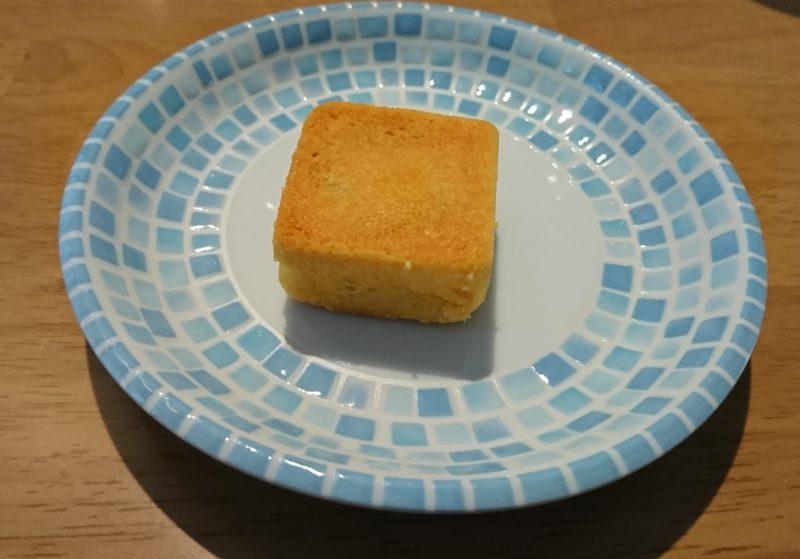 パイナップルと卵黄のケーキ